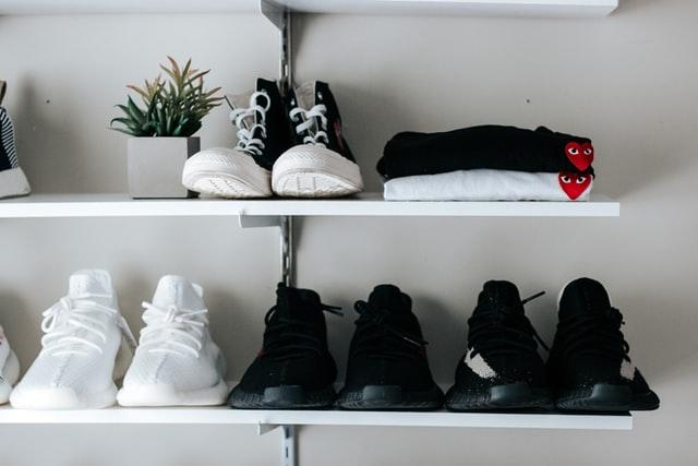 靴がニオうのは雑菌のせい?