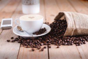 コーヒーなどの飲み物を用意