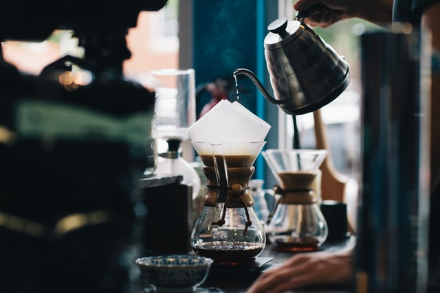 電気ケトルでコーヒーをいれる