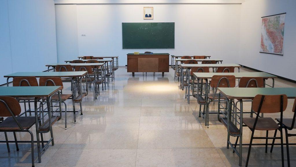 学校説明会や保護者会にはバレエシューズや携帯スリッパが必須